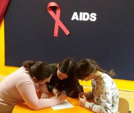 Konkurs szkolny - Światowy Dzień Walki AIDS