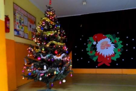 Św. Mikołaj z pomocnikiem odwiedził uczniów w SP 9