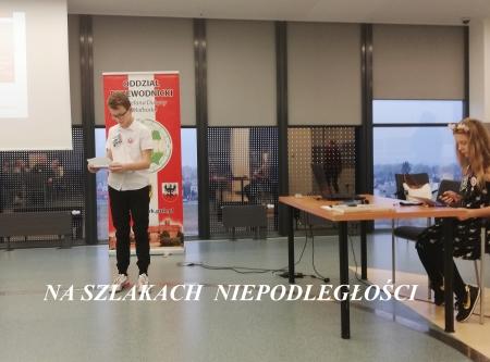 Szkolni prelegenci na Sesji Krajoznawczej PTTK w Szkole Łacińskiej ,,Szlaki Ni
