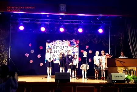 Zespół ,,Dziewiąteczki'' wystąpił na Artystycznej Wiośnie Młodości