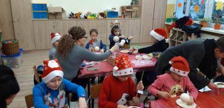 Warsztaty klasy II a - wykonywanie ozdób świątecznych