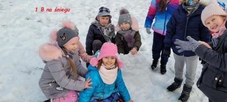 Jest śnieg, więc klasa I b - bawi się :)
