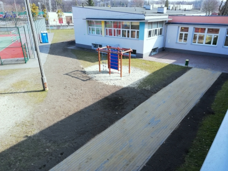 Zakończyła się wymiana nawierzchni przy naszej szkole
