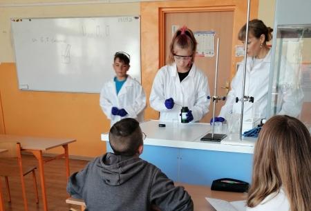 Doświadczenia chemiczne z wodorotlenkami ósmoklasistów