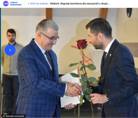 Pan Andrzej Pokora z nagrodą Burmistrza